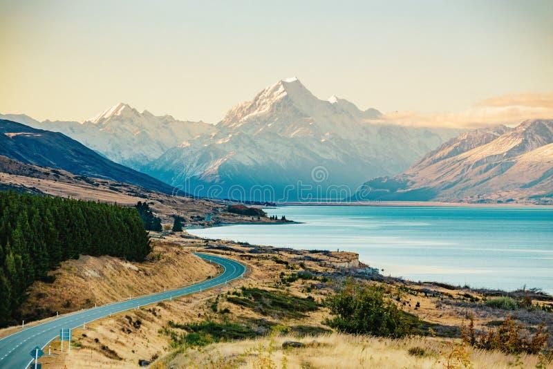 Route au cuisinier de Mt, la plus haute montagne au Nouvelle-Zélande photo libre de droits