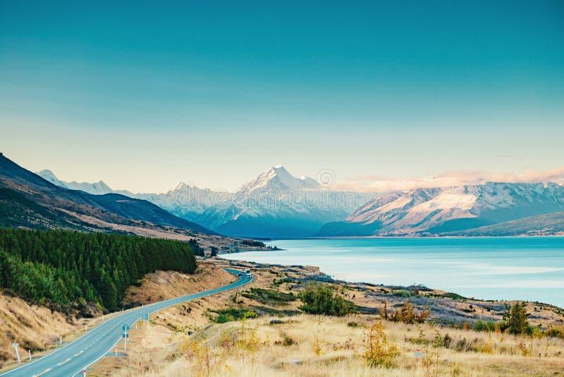 Route au cuisinier de Mt, la plus haute montagne au Nouvelle-Zélande photographie stock libre de droits