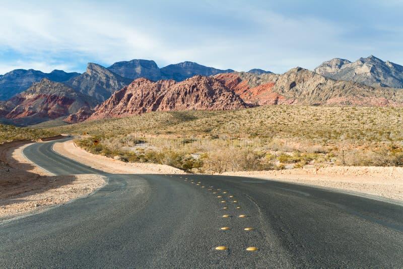 Route au parc d'état rouge de région de conservation de canyon de roche, Nevada, USA image stock