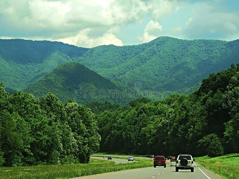 Route aux montagnes images libres de droits