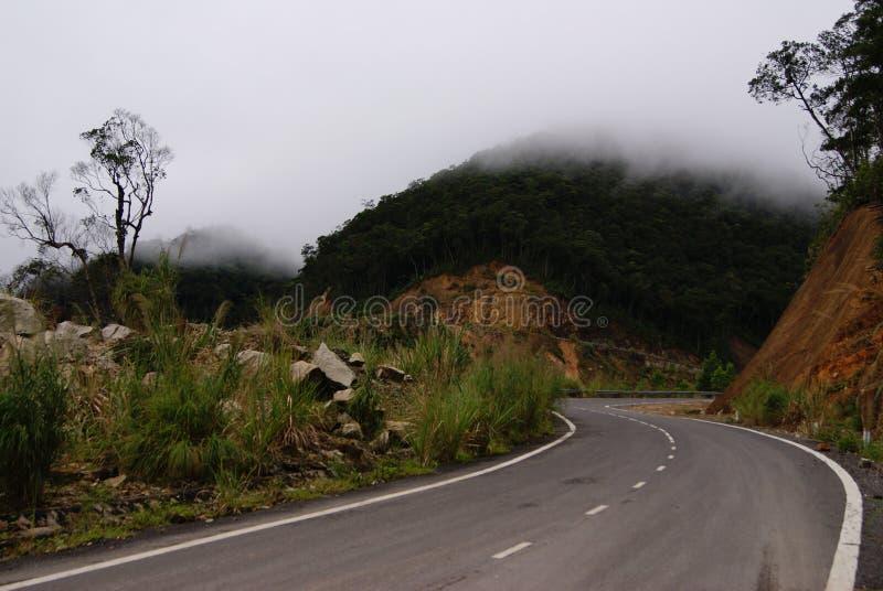 Route aux nuages photographie stock libre de droits