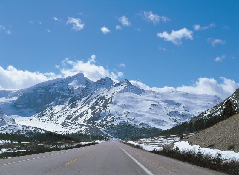 Route avec la montagne photo libre de droits
