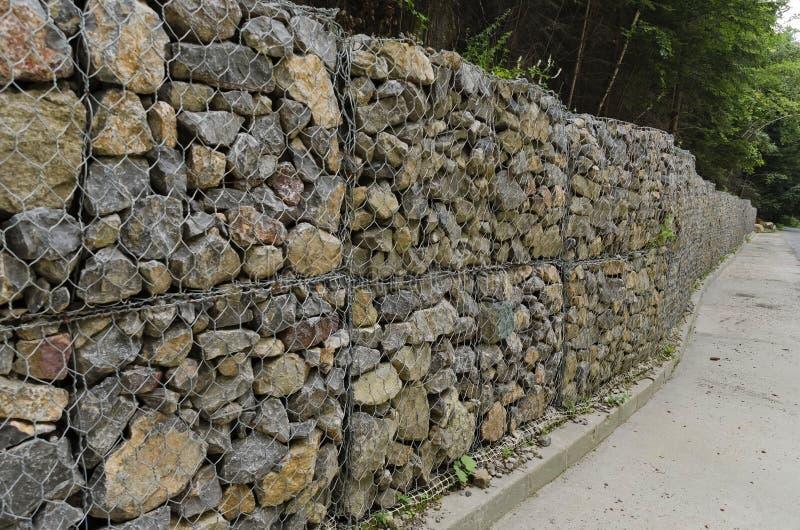 route avec un mur de soutien de pierre en montagne de vitosha photo stock image du route. Black Bedroom Furniture Sets. Home Design Ideas