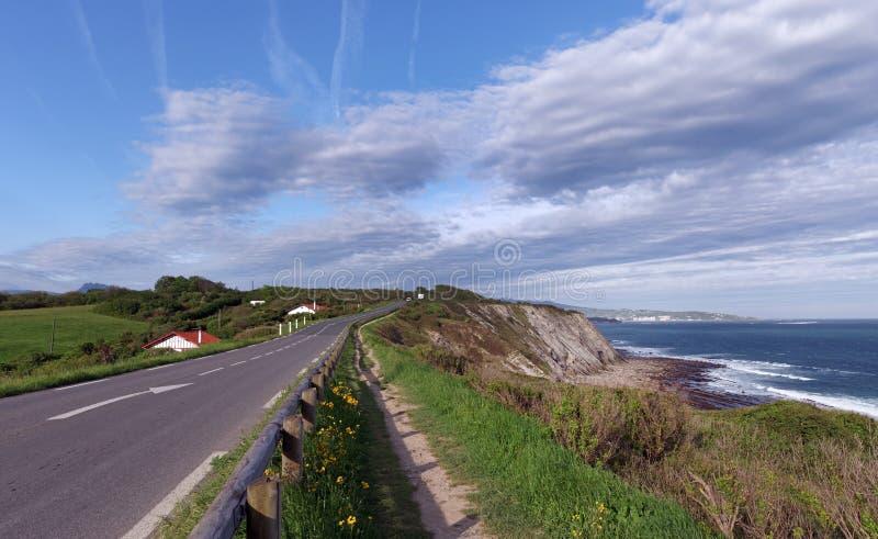 Route côtière dans la corniche Basque photos stock