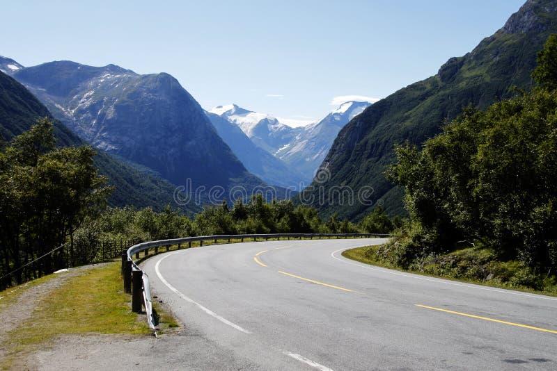 Route Curvy de montagne en Norvège photos stock