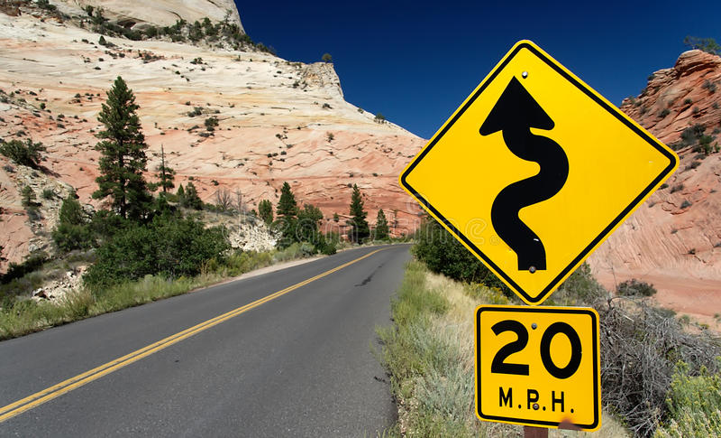 Route d'enroulement (poteau de signalisation) en stationnement national de Zion image libre de droits
