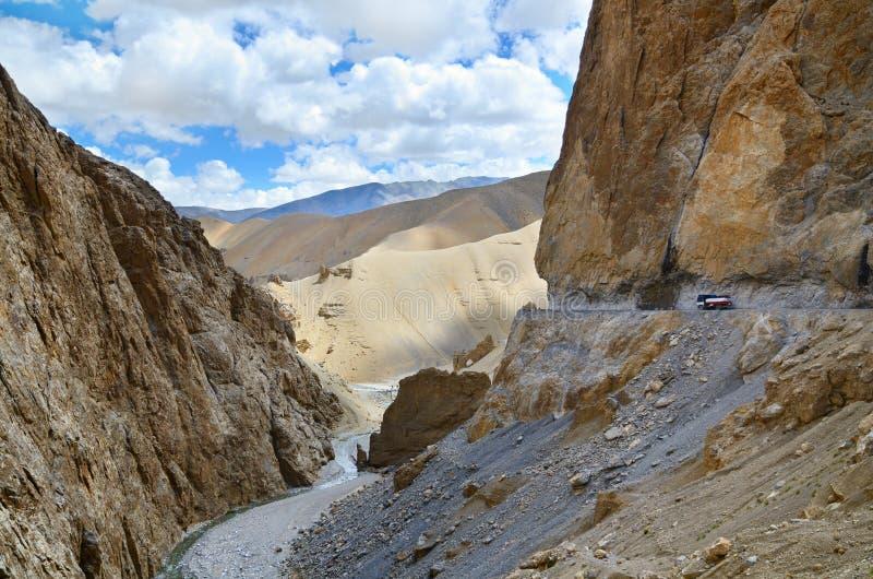 Route dangereuse de montagne image libre de droits