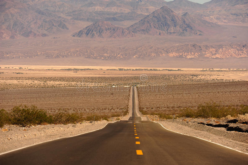 Route Dans Death Valley Photos stock