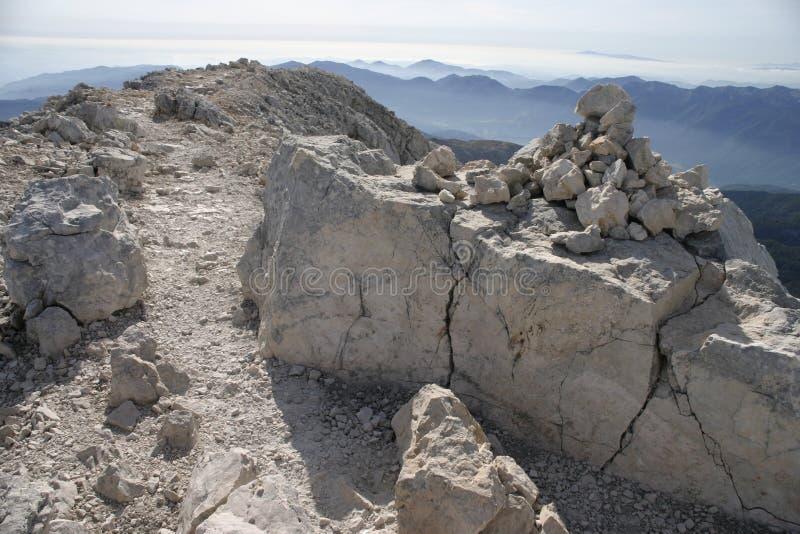 Route dans la montagne images libres de droits