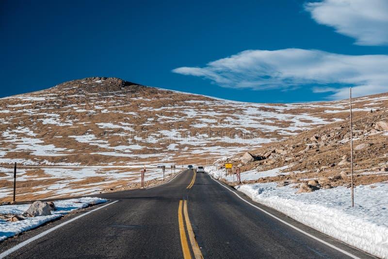 Route dans la toundra alpine Rocky Mountain National Park dans le Colorado photos libres de droits