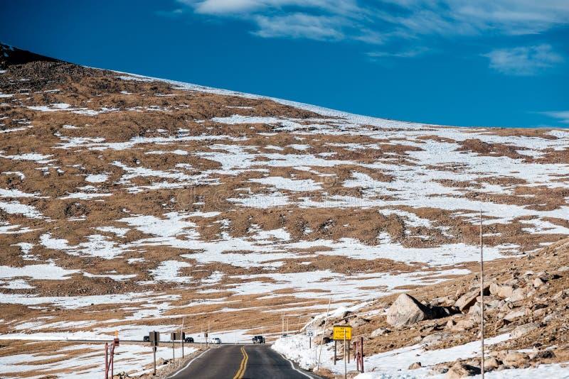 Route dans la toundra alpine Rocky Mountain National Park dans le Colorado photos stock