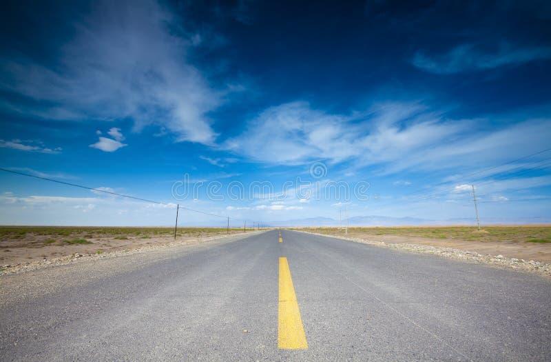 Route dans le désert images libres de droits