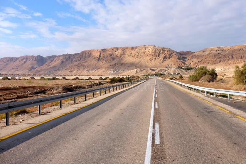 Route dans le désert de Judea photos stock