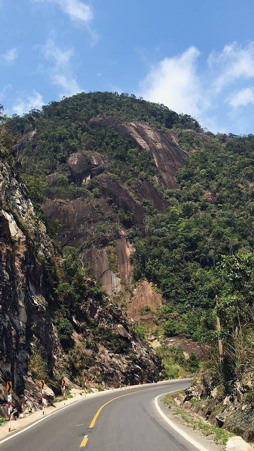 Route dans les montagnes du dalat au trang de nha image stock