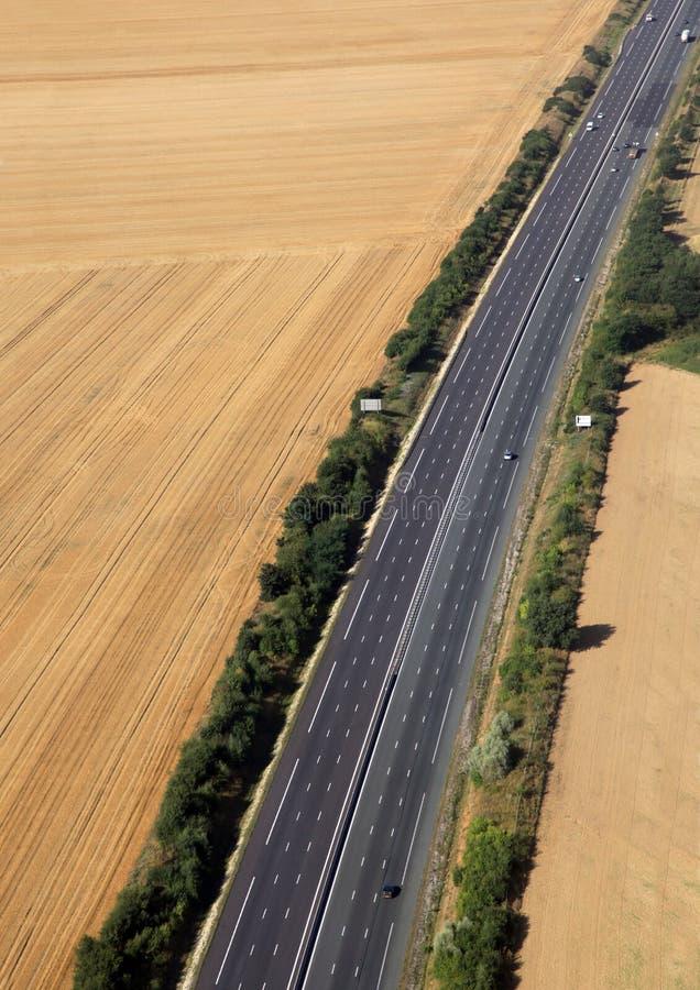 Route dans les terres cultivables image libre de droits