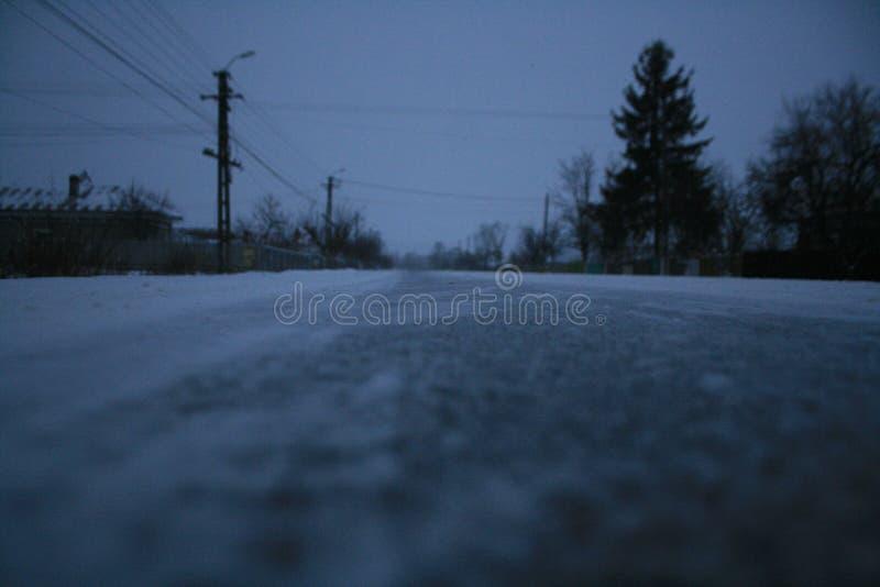 Route dans une tempête de neige image libre de droits