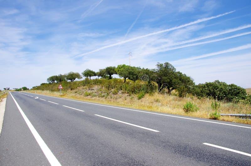Route de campagne dans l'Alentejo, Portugal photos stock