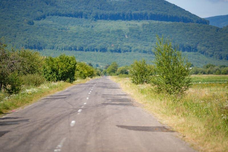Route de campagne ukrainienne à l'été photos libres de droits