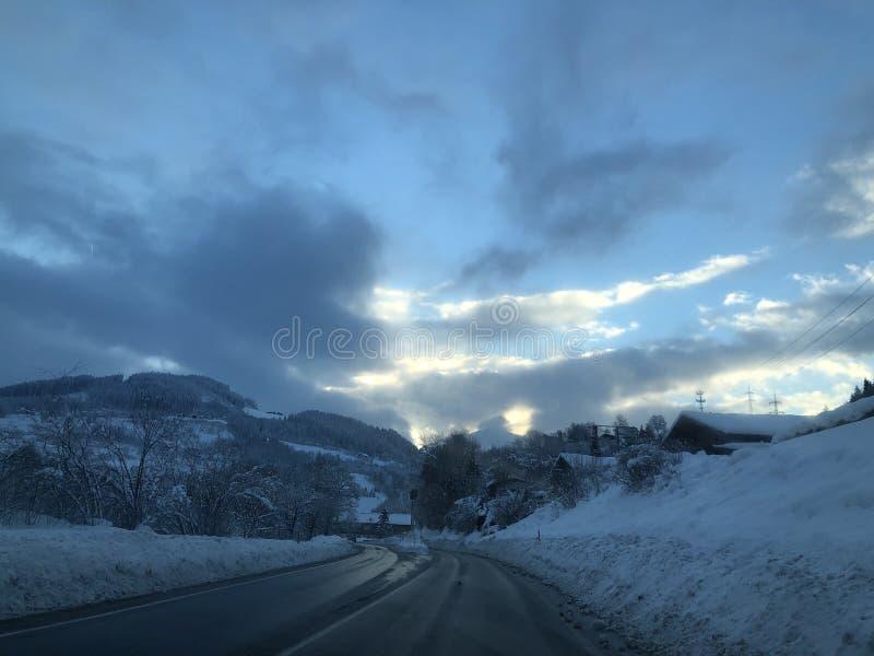 Route de l'hiver Hiver en l'Autriche, la neige 2019 et les montagnes dans Werfen photos stock