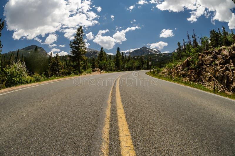 Route de lac bear en parc de Rocky Mountain National images stock