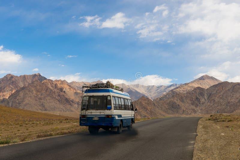 Route de Leh à Lamayuru images libres de droits