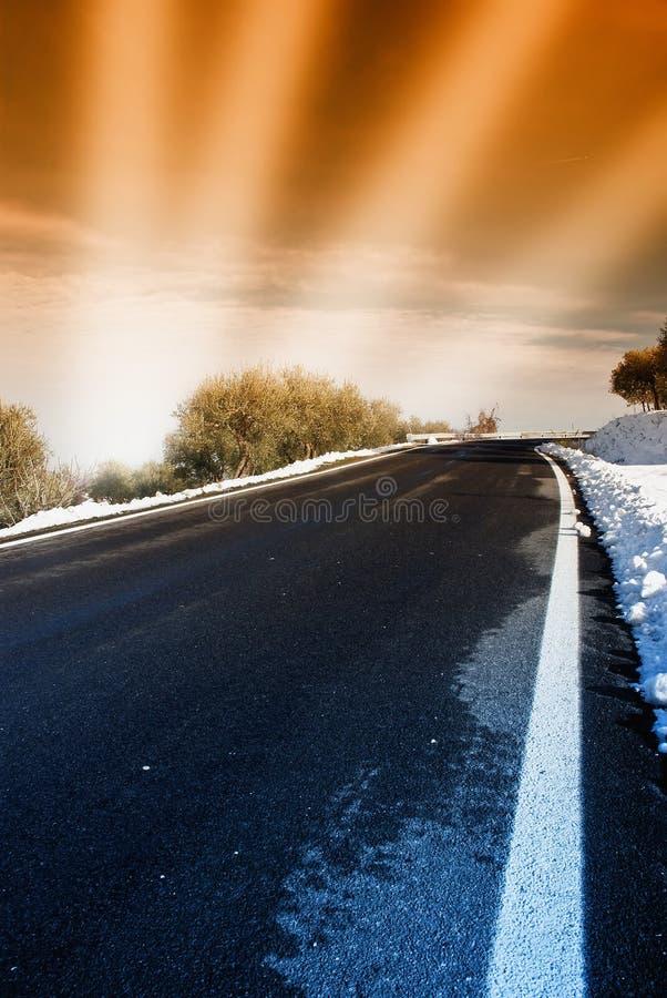 Route de montagne au crépuscule photo stock