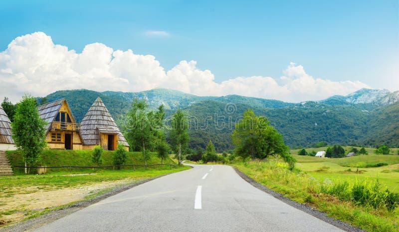 Route de montagne au Monténégro images stock