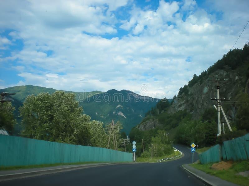 Route de montagne de macadam images stock
