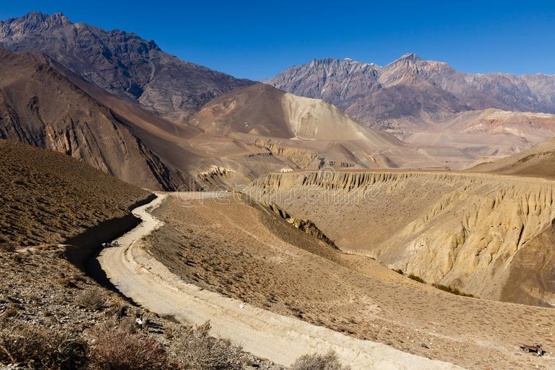 Route de montagne de Jomsom à Muktinath, Népal images libres de droits