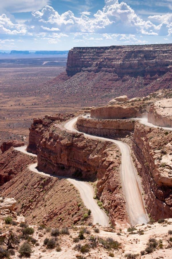 Route de montagnes russes appelée le Moki Dugway images libres de droits