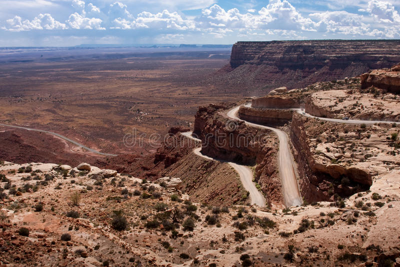 Route de montagnes russes appelée le Moki Dugway image libre de droits