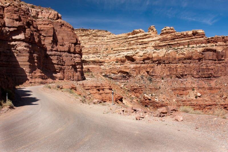 Route de montagnes russes appelée le Moki Dugway photos stock