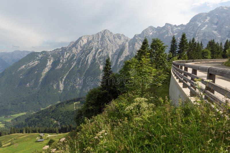 Route de panorama de Rossfeld au-dessus des montagnes entre l'Allemagne et l'Autriche images libres de droits
