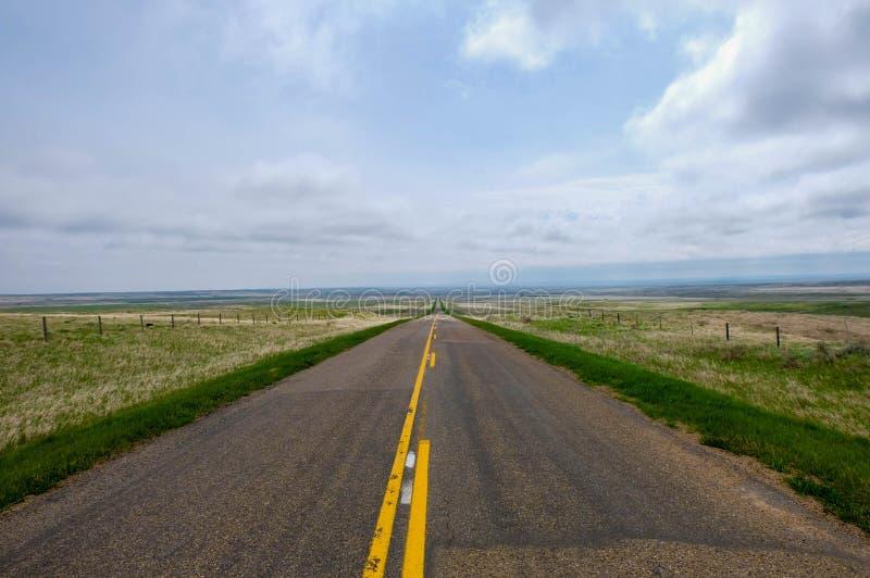 Route de prairie en Saskatchewan, Canada photos libres de droits
