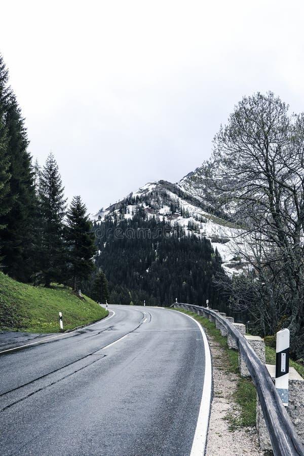 Route de Rossfeldstrasse près de Berchtesgaden photos stock