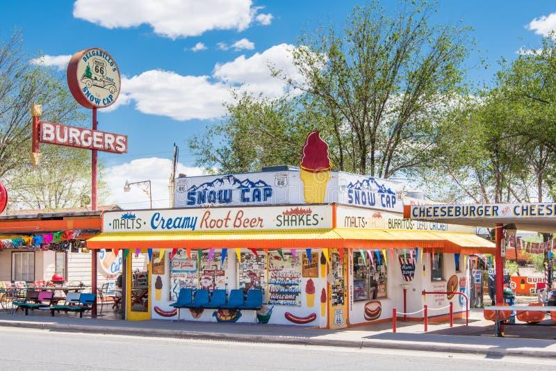 Route 66: Delgadillos Schnee-Kappe, Seligman, AZ stockbilder