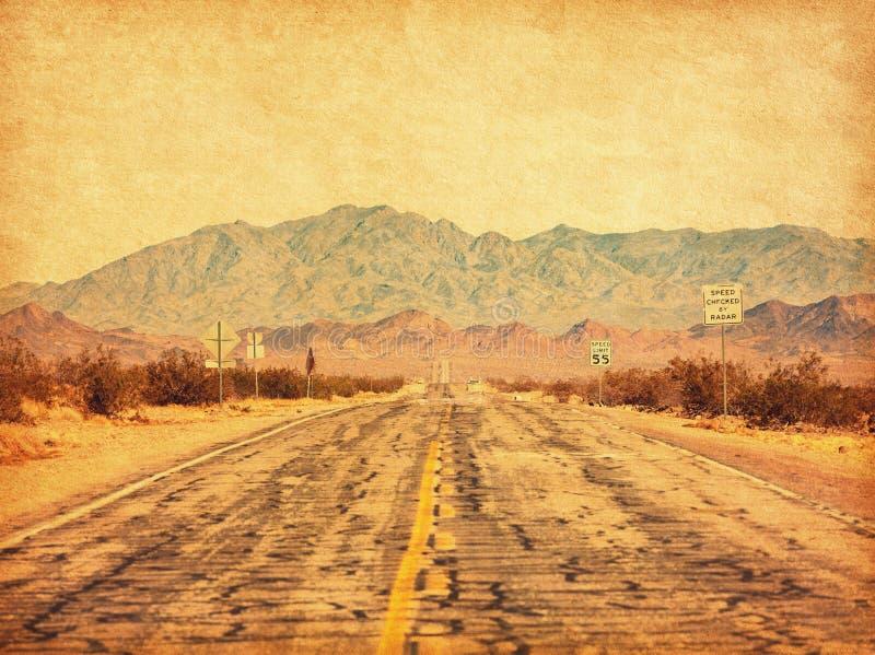 Route 66 die de Mojave woestijn bij Amboy, Californië, Verenigde Staten kruist Foto in retro-stijl Toegevoegde papierstructuur To stock foto