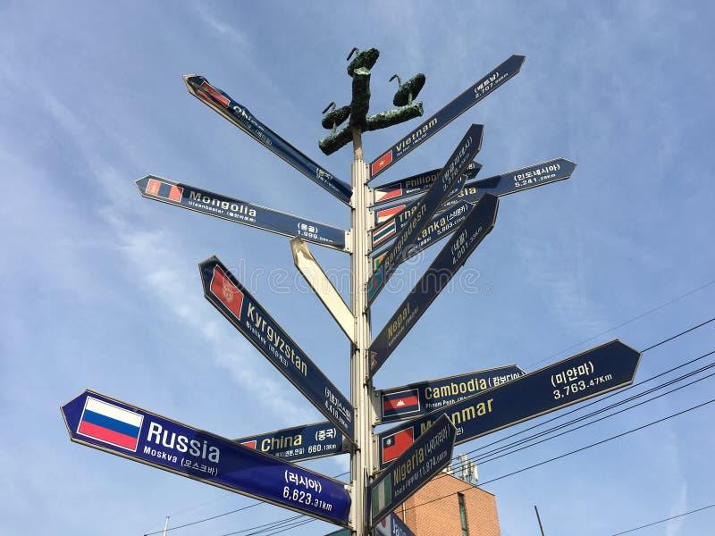 Route dirigeant le courrier dans la ville d'Ansan, Cor?e du Sud photo libre de droits