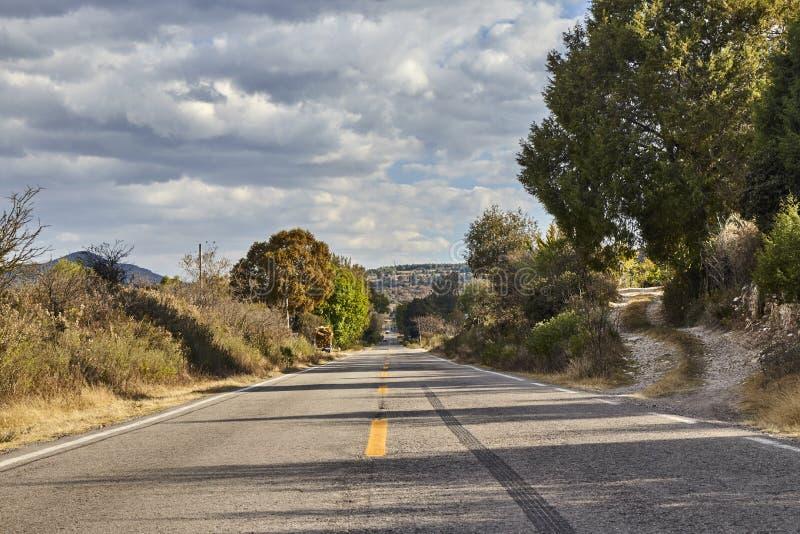 Route droite avec un dérapage photographie stock libre de droits