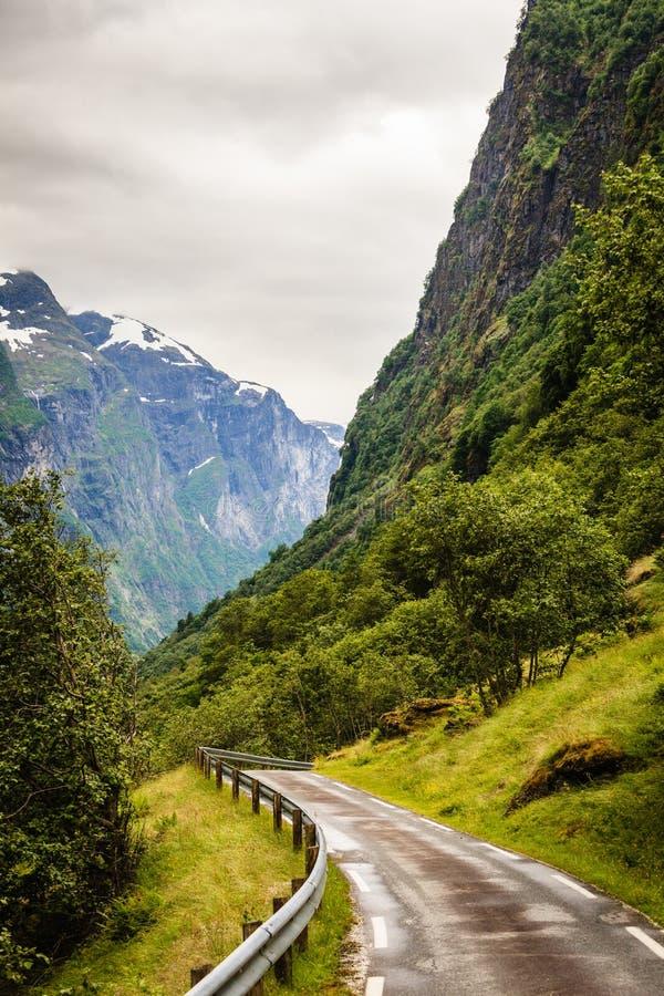 Route en montagnes norvégiennes photo stock