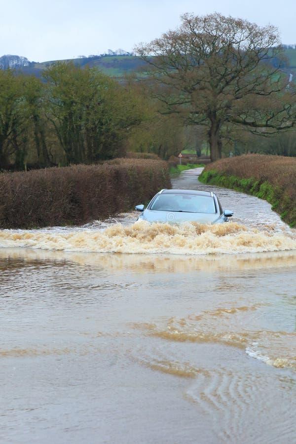 Route en vallée inondée de hache photos stock