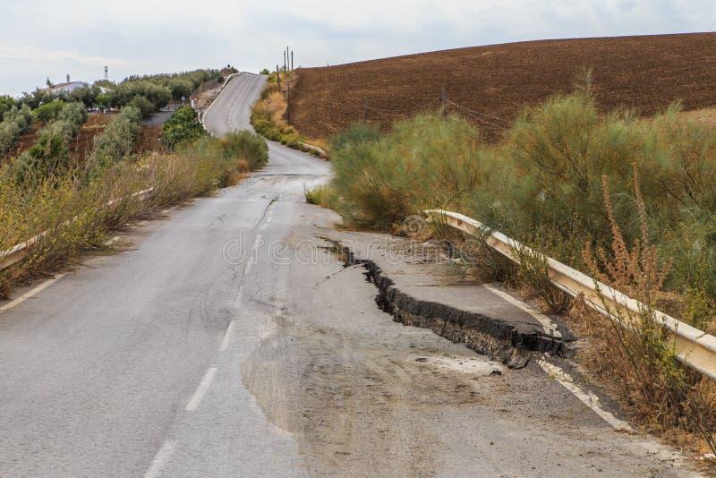 Route endommagée par tremblement de terre photos libres de droits