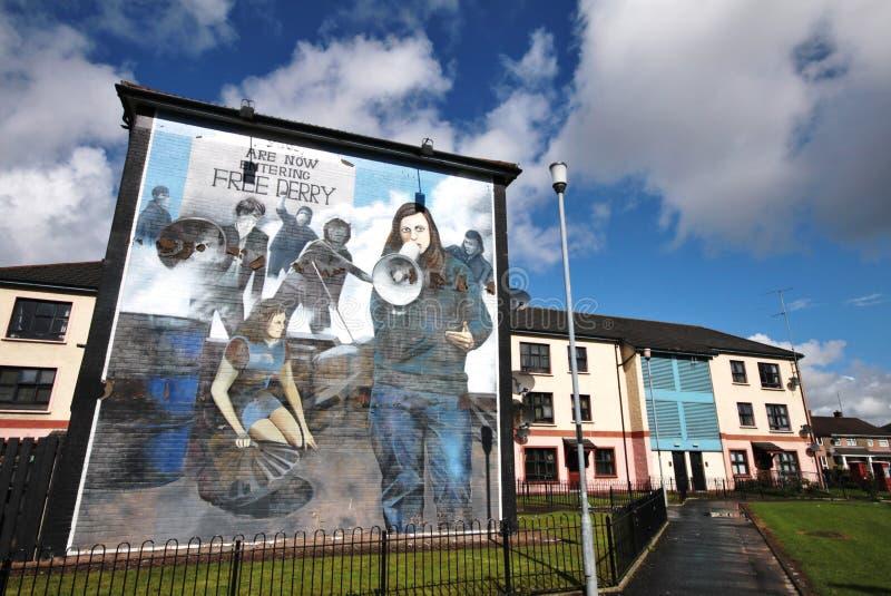 Route ensanglantée de mur-peintures de dimanche à Londonderry images stock