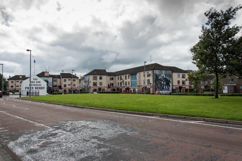 Route ensanglantée de mur-peintures de dimanche à Londonderry images libres de droits