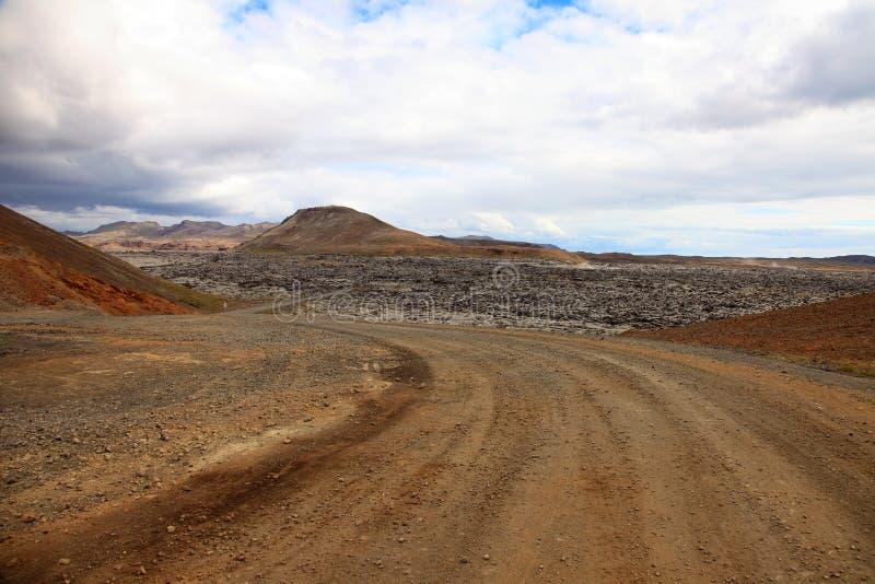 Route et champ volcanique image stock