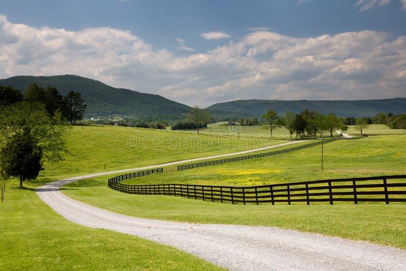 Route et frontière de sécurité de ranch de la Virginie photo libre de droits