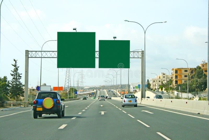 Route et panneaux-réclame photographie stock libre de droits