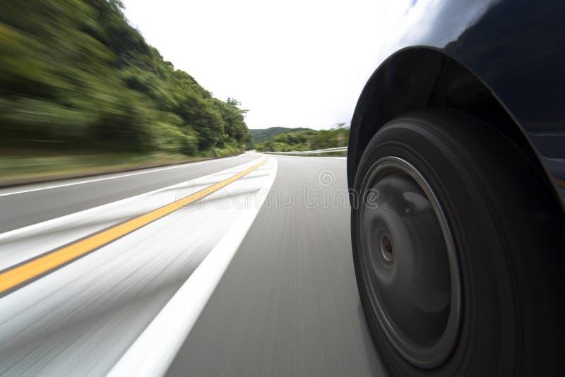 Route et roue de vitesse image libre de droits