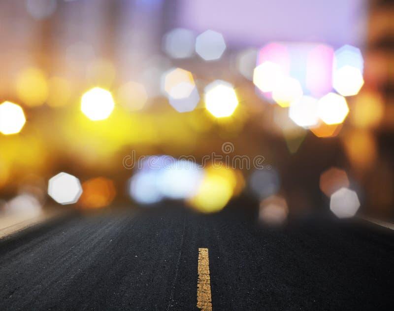 Route goudronnée droite avec des lignes d'inscription photographie stock libre de droits