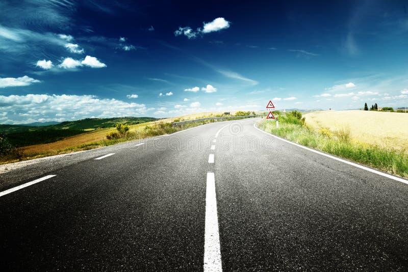 Route goudronnée en Toscane photo libre de droits